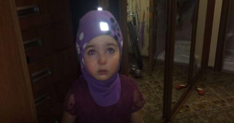 Всё, папа, я уезжаю! Маленькая девочка собирается уехать в Африку от злых родителей африка, видео, дети, прикол