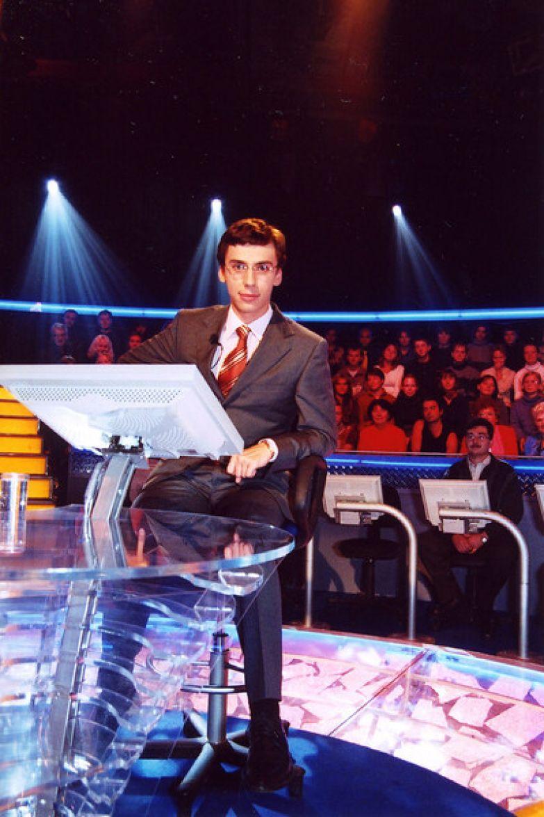 В 2001-м артист стал ведущим передачи «Кто хочет стать миллионером?»