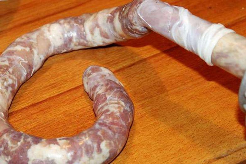 Как сделать колбасу дома в кишках 180