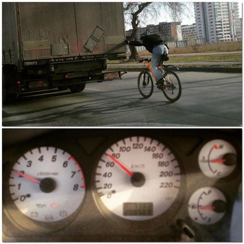 Велосипедист выдал 70 км/ч асфальт, дорожная разметка, надписи на машинах, прикол