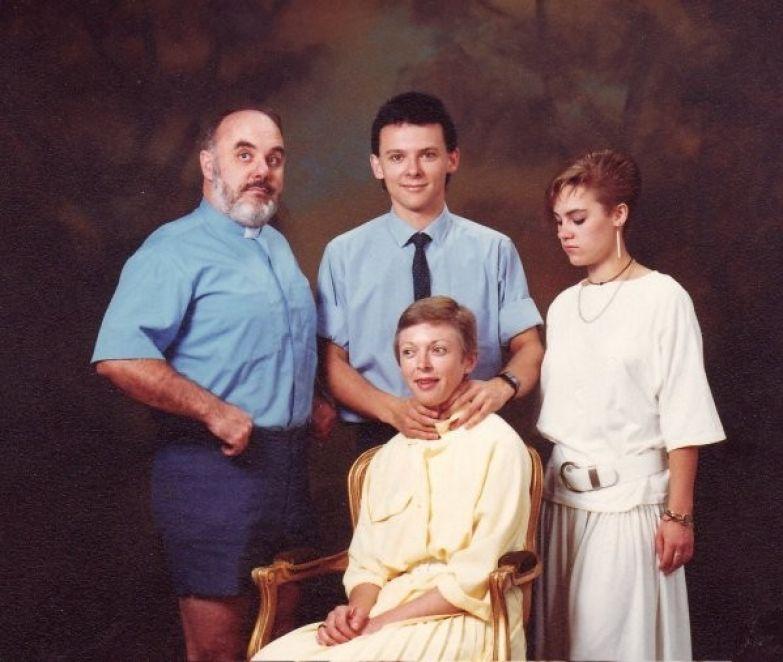 """3. """"Я убью твою маму. Шутка"""". Семейные фото, идиоты, прикол, ужас, юмор"""
