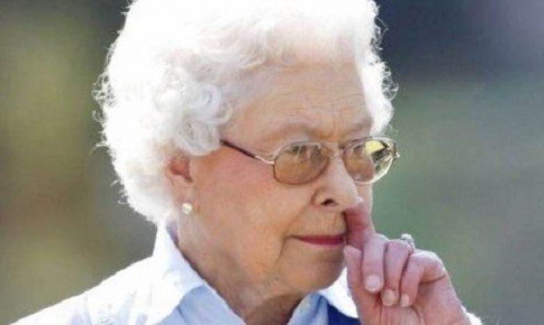 4. Как же ей не стыдно... британия, королева Елизавета, королевская семья, этот неловкий момент
