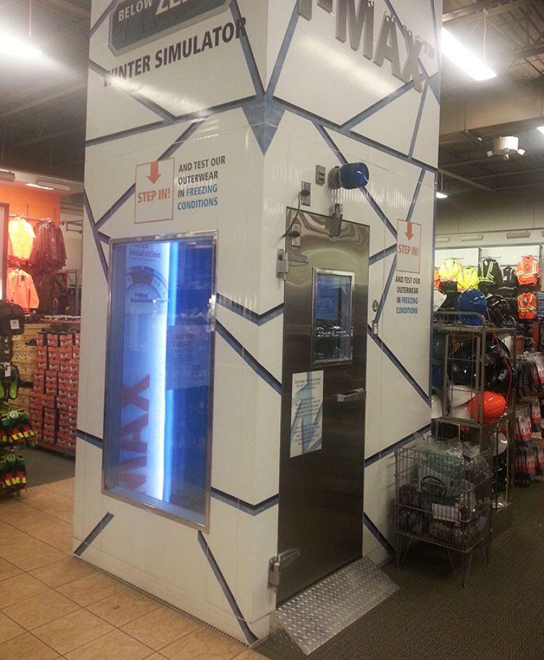"""Магазин зимней одежды завел """"симулятор зимы"""", чтобы покупатели могли протестировать вещи в реальных зимних условиях нестандартно, оригинально, проблемы, решения"""