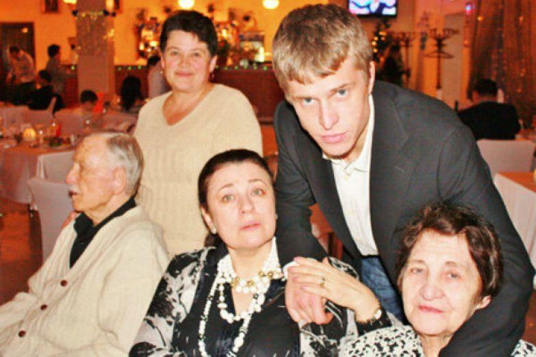 Валентина Толкунова заботилась о сыне, маме и больном муже