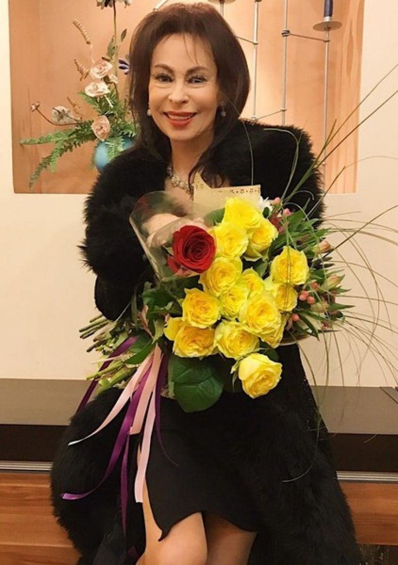 Несмотря на болезнь, Марина Хлебникова продолжает заниматься творчеством и выходит в свет