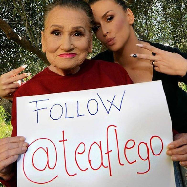 И помогает рекламировать свою внучку бабушка, визаж, внучка, возраст не помеха, макияж