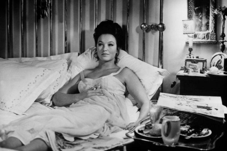 Одной из лучших в карьере считают роль актрисы в фильме «Современная история: Королева пчел»