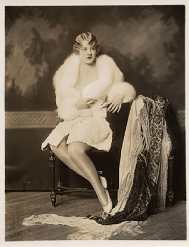 Пичес построила карьеру как актриса водевиля.