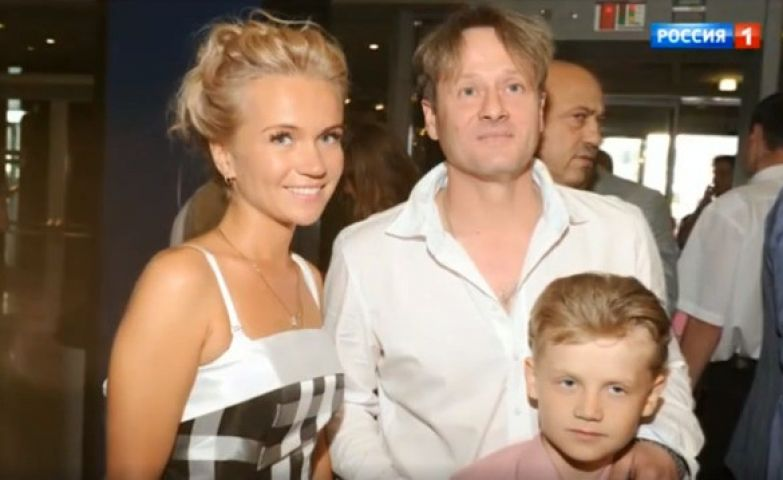 Актер с женой Еленой и сыном Георгием