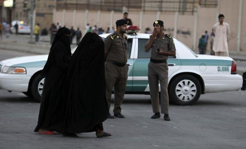 Совершать что-то, что могло бы отразиться на чести мужчины-опекуна женщины, законы, интересное, саудовская аравия