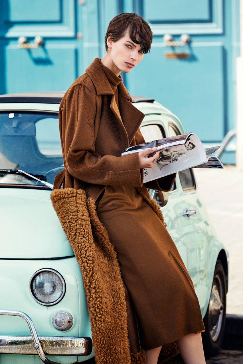 Шерстяные пальто, водолазка и юбка, все Max Mara; металлическое кольцо со стразами, Valentino Garavani.