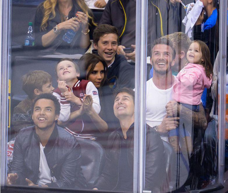 С детьми на игре НХЛ в Калифорнии