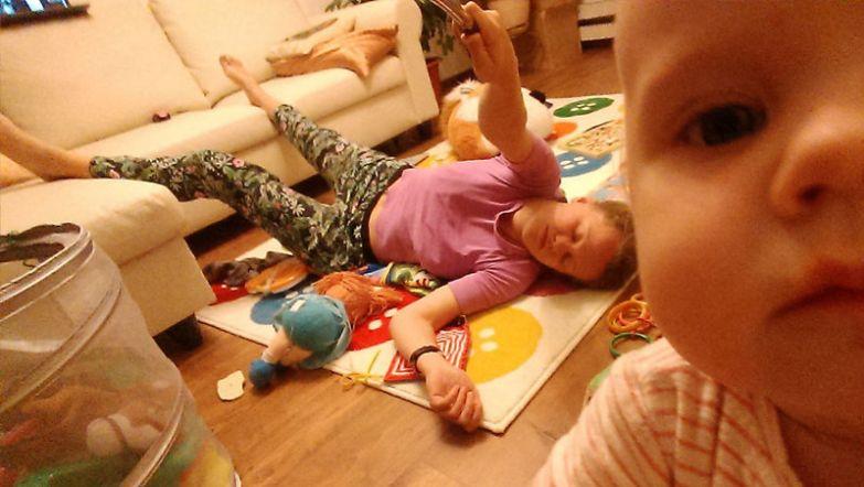 Малышка очень любит играть с мамой, правда, после полуночи Юля уже чувствует усталость, но старается не показывать этого, не расстраивать дочку будни, мама, проект