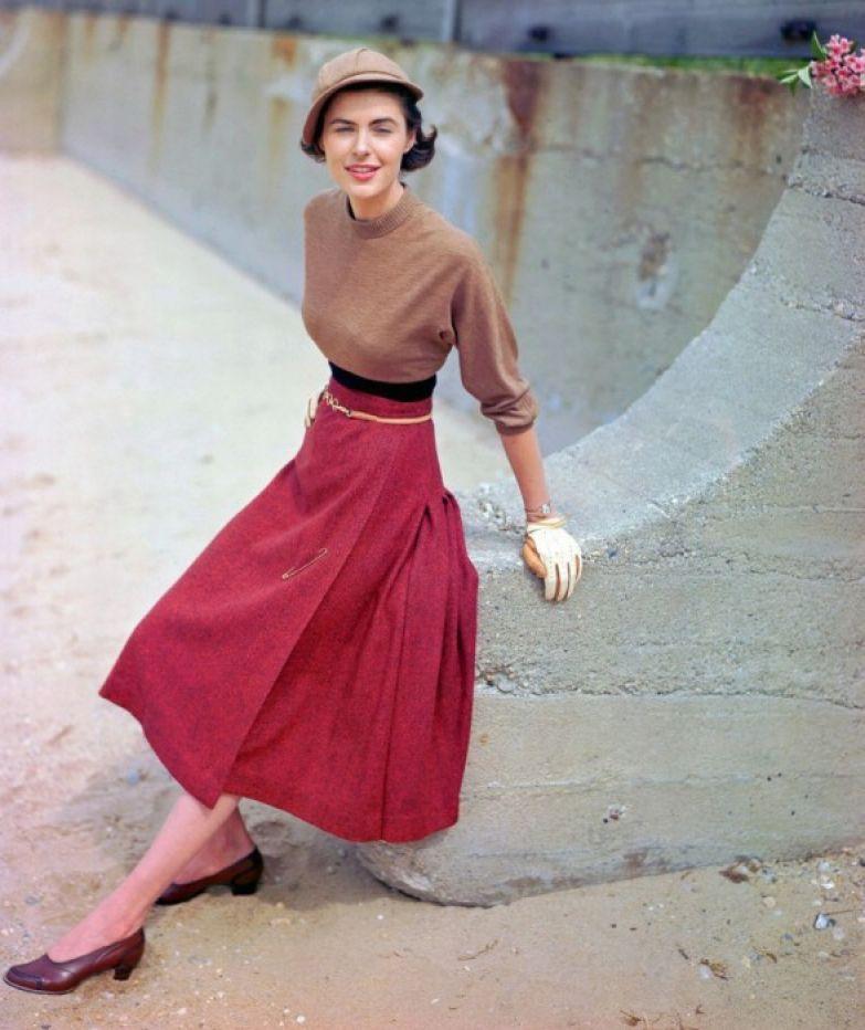 Юбка от Слот, свитер от Маджестик, и шляпка от Бетмар, 1949 год.
