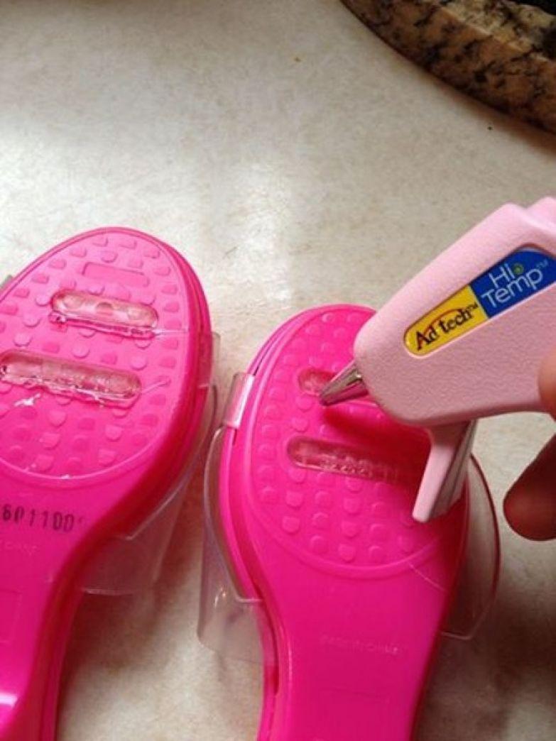 16. Клей на подошвах обуви не даст ребенку подскользнуться дети, подсказки, родители, хитрости