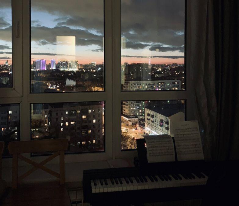 Обожаю играть на фортепиано, глядя, как Москва уходит в ночь