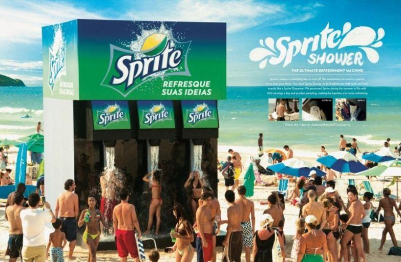 14. Sprite так хорошо освежает, что можно даже принять спрайтовый душ интересно, креативная реклама, рекламные, трюки