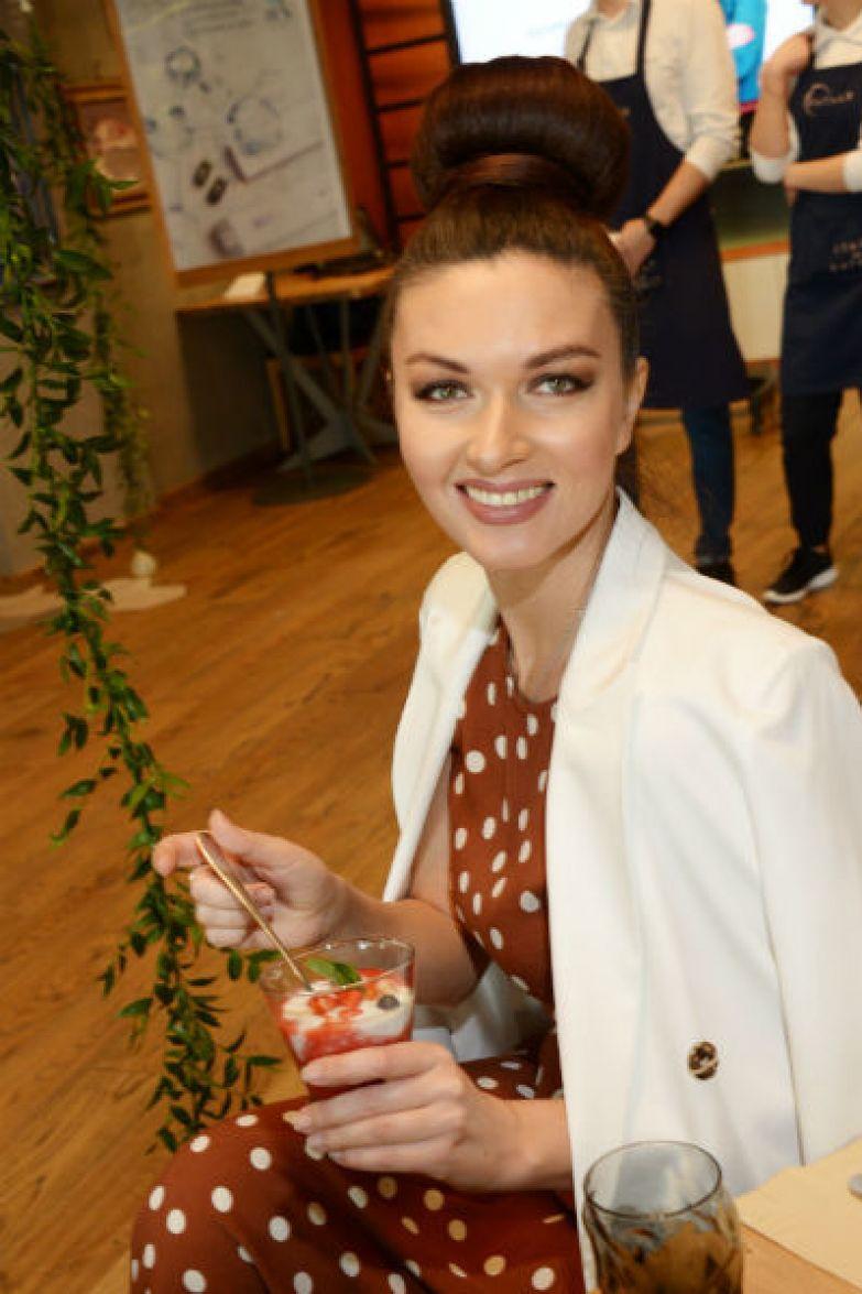 Юлия часто посещает светские мероприятия
