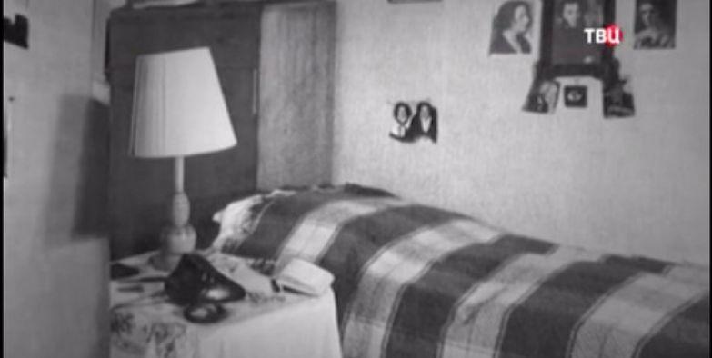 Актриса скромно ютилась в двух смежных комнатах