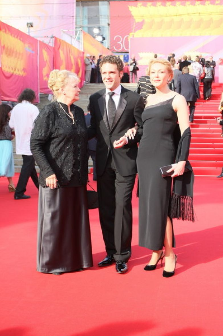 Актер всегда был близок с мамой и бабушкой