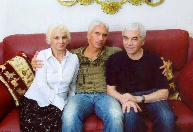 Дмитрий Хворостовский с родителями. / Фото: www.yandex.net