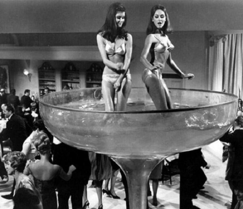 Вечеринка с шампанским, 1960-е годы.