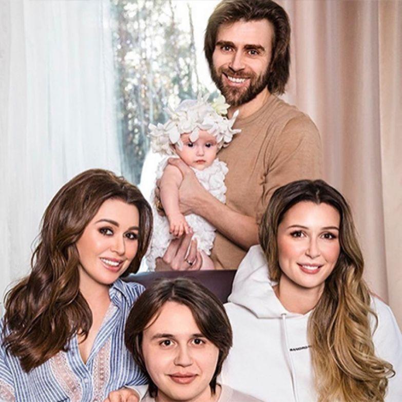 Анастасия Заворотнюк и Петр Чернышев с детьми