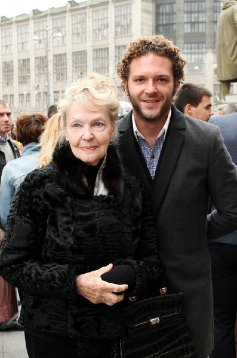 Ирина Скобцева на мероприятии с внуком Костей Крюковым