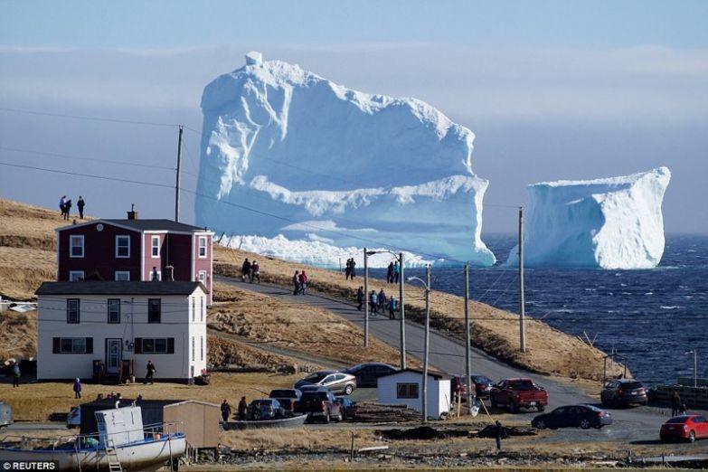 К берегам Канады приплыл огромный айсберг! айсберг, видео, канада, ньюфаундленд