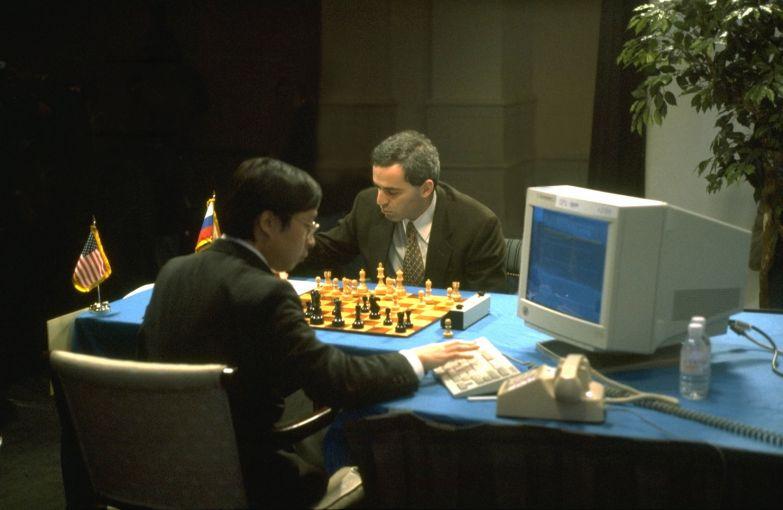 В 1997 суперкомпьютер Deep Blue победил чемпиона мира по шахматам Гарри Каспарова.