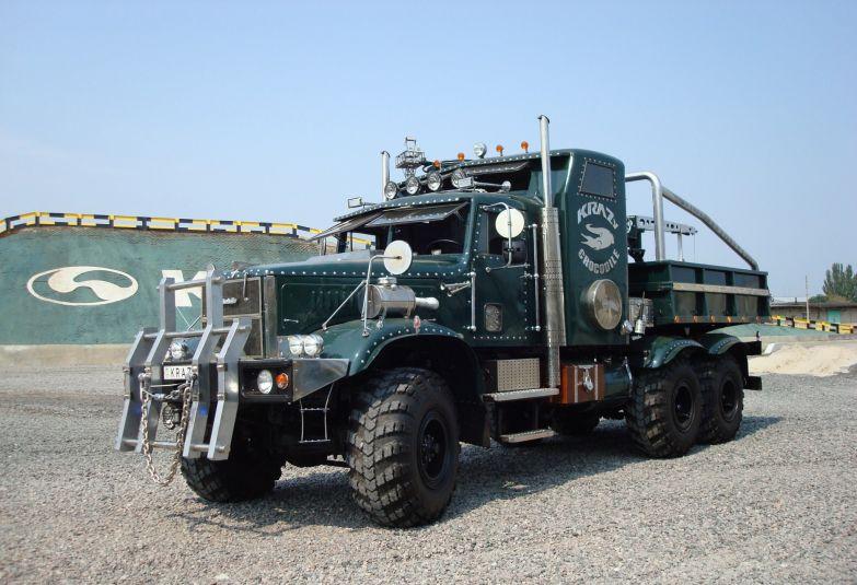 Идеальный вариант на случай зомби-апокалипсиса. Тракторы, автобусы, автомобили, грузовики, тюнинг