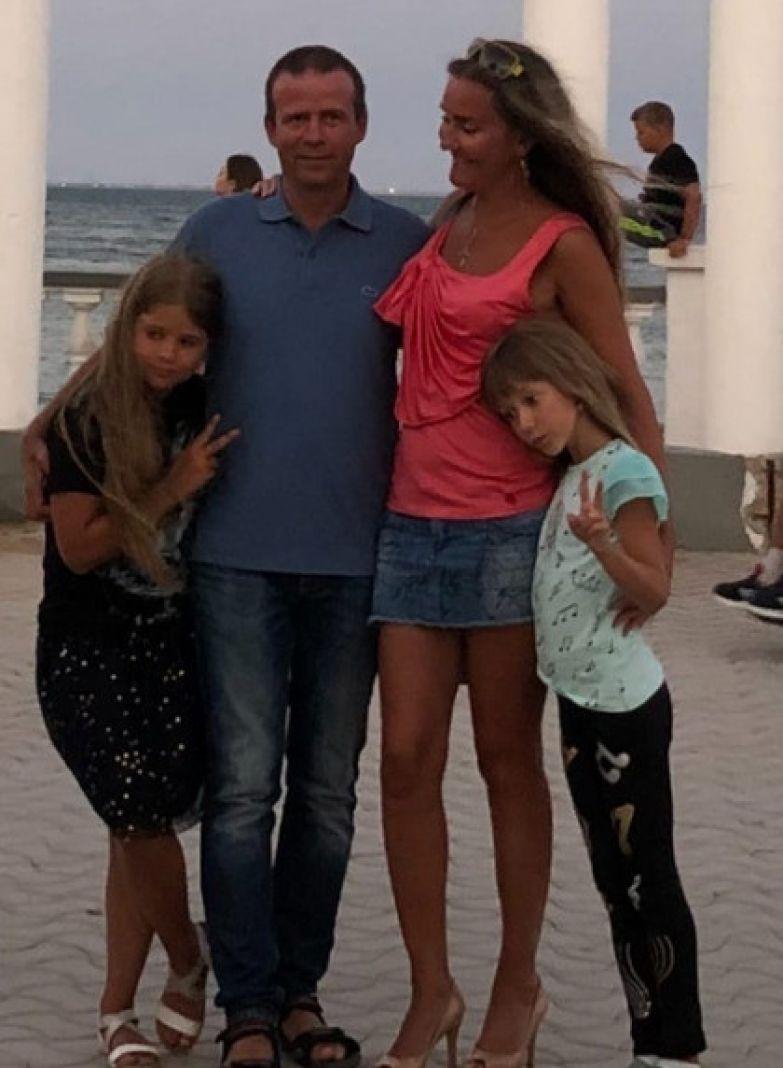 Олеся Слукина с семьей