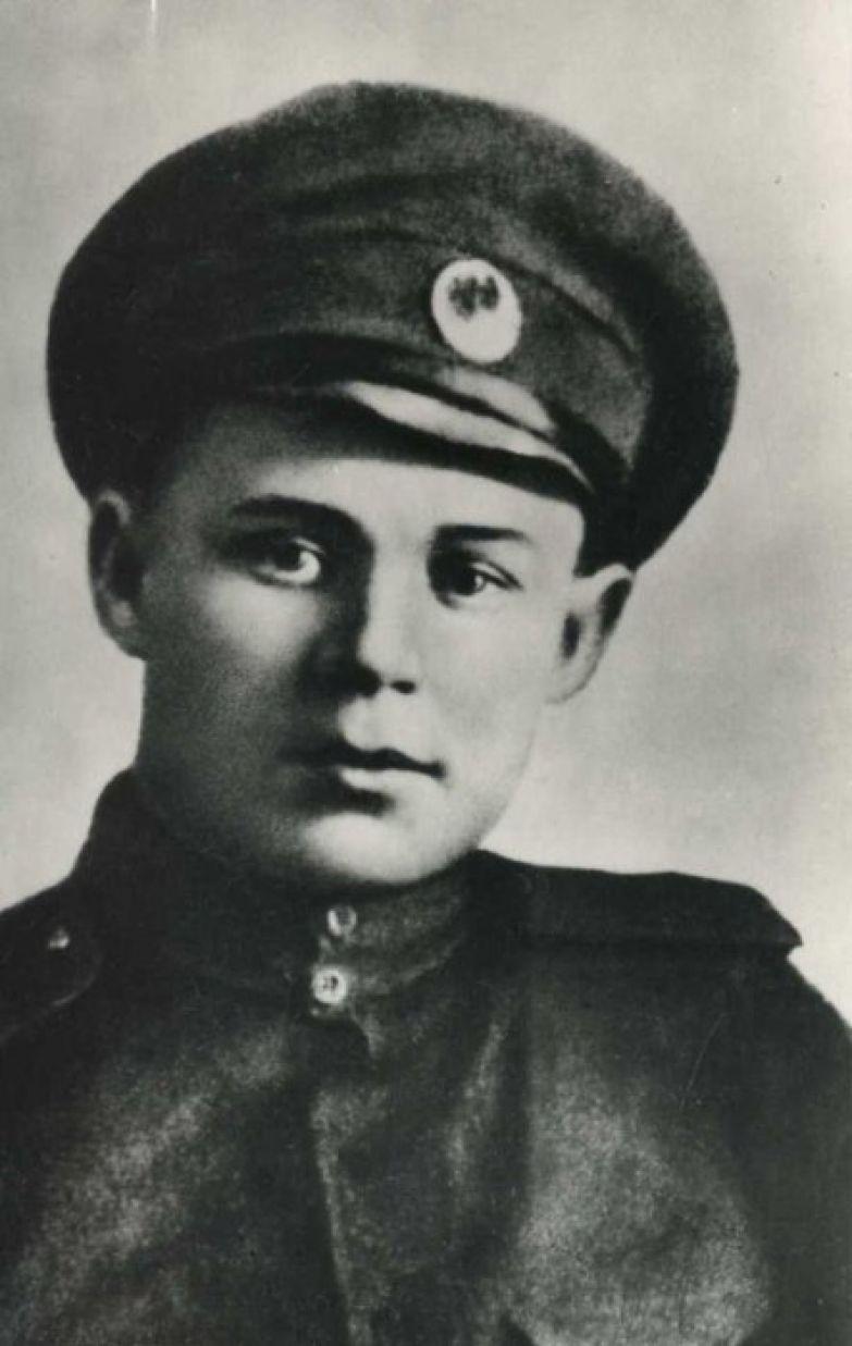 Сергей Александрович Есенин после военной службы, на которой был прикомандирован к Царскосельскому военному госпиталю в качестве санитара.