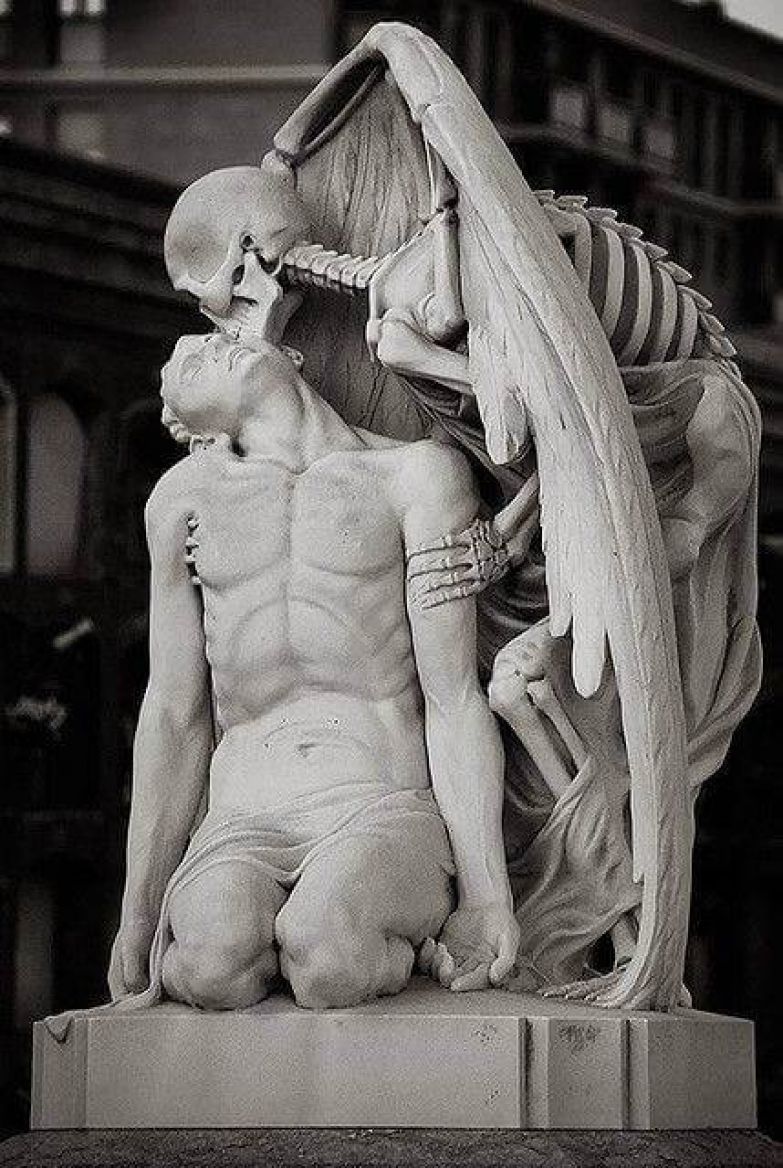 https://interesnoznat.com/wp-content/uploads/9.-Kiss-of-death-Poblenou-Cemetery-in-Barcelona..jpg