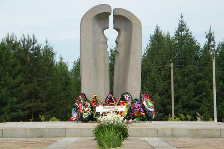 Ежегодно к мемориалу приезжают десятки неравнодушных людей