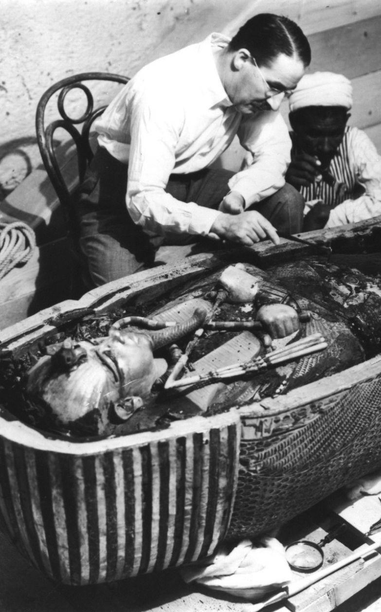 Вскрытие саркофага фараона, 1924 год После 3х тысяч лет одиночества, Тутанхамон вновь повстречал людей. история, события, фото