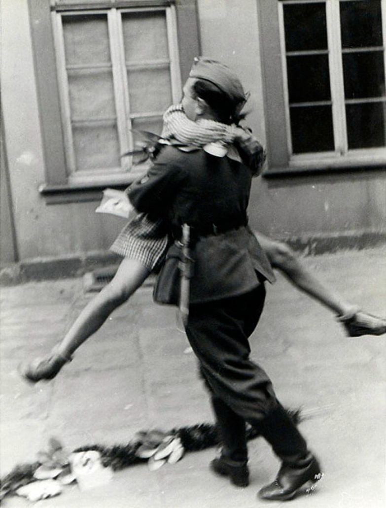 32. Солдат вернулся домой с войны архивные фотографии, лучшие фото, ретрофото, черно-белые снимки