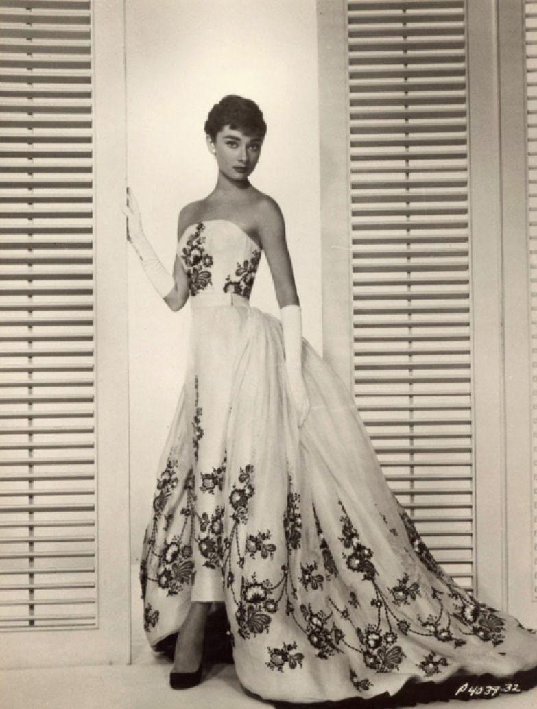 Одри Хепберн в объективе Бада Фракера во время фотосессии для нового фильма *Сабрина*. Октябрь 1953г.