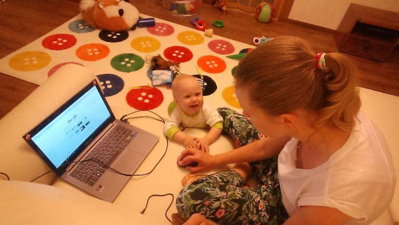 Если у Юли остается свободное время, то она даже просматривает входящие письма на электронной почте будни, мама, проект