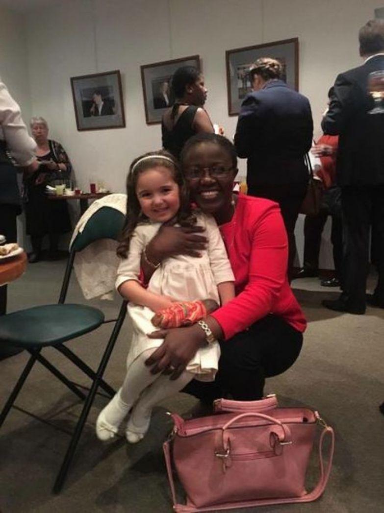 Вот она слава! Девочку, которая собиралась уехать в Африку от злых родителей, пригласил в гости посол Сьерра-Леоне африка, видео, девочка, посол