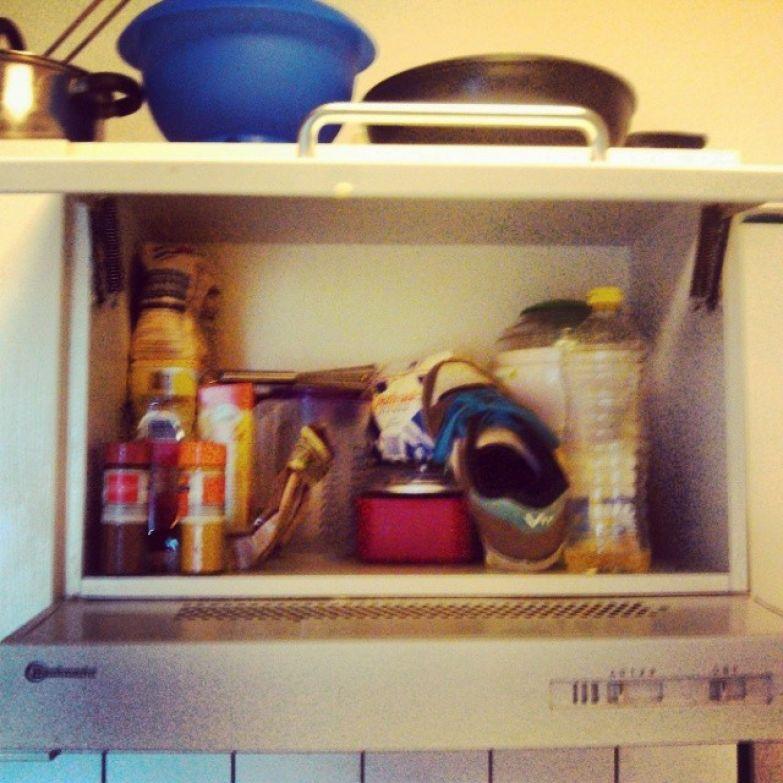 В кухонном шкафчике могут поджидать необъяснимые находки общага, общежитие, прикол, студенты