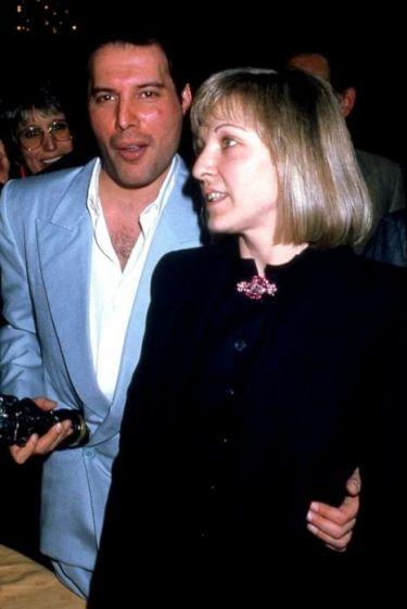На церемонии «Ivor Novello Awards» в апреле 1987 года Фредди Меркьюри был награжден премией за выдающийся вклад в развитие британской музыки.
