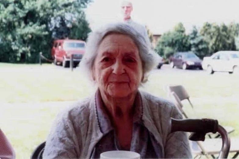 14. Пожилая женщина и ее умерший супруг привидение, страх, фотография