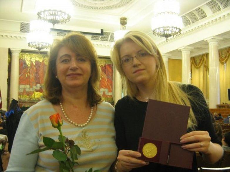 Нина Вокрош подарила артисту дочь Алевтину