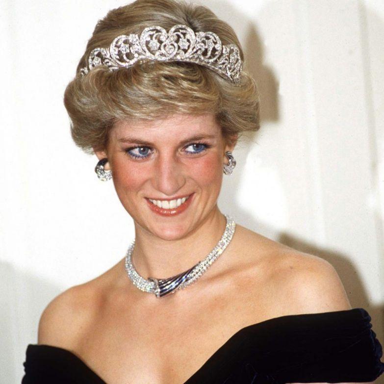 10. Поначалу с принцем Чарльзом встречалась её сестра королевская семья, принцесса диана, светская жизнь, факты