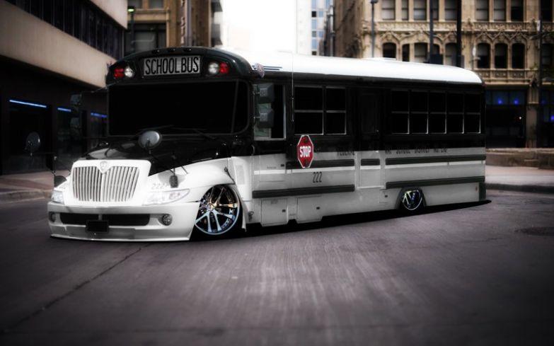Школьный автобус из очень элитной школы. Тракторы, автобусы, автомобили, грузовики, тюнинг