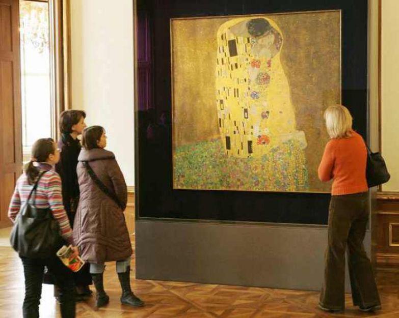 Картина в музее.