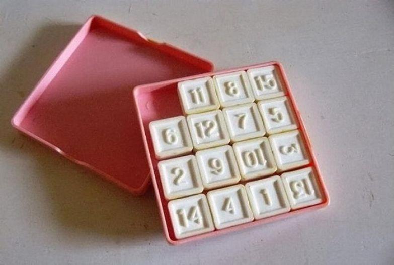 Игра, в которой нужно переставляя местами числа, расставить их по порядку возрастания.