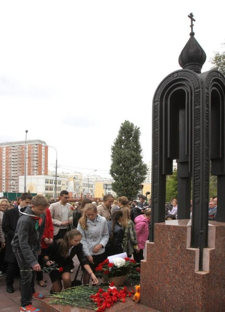 Сейчас на месте взрыва — мемориальная площадка с памятником