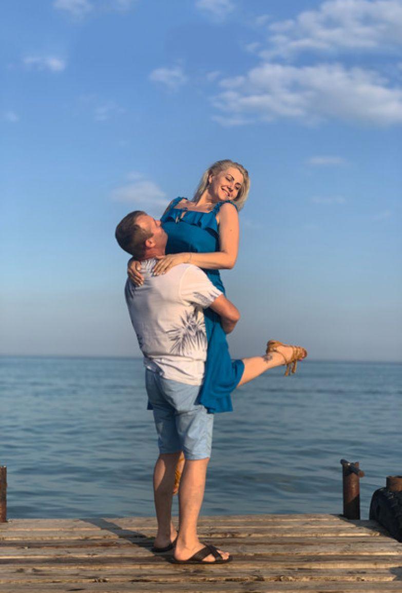 Юлия признается, что у них с мужем никогда не было отношений на грани развода. Они всегда поддерживают друг друга